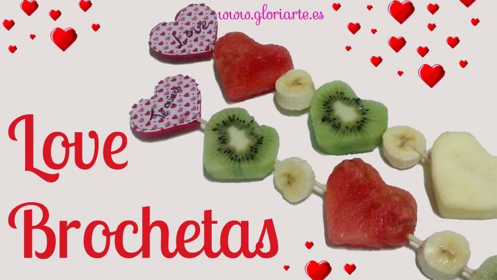 "Brochetas ""Love"" con frutas"